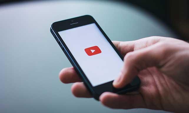 スクリプトを読み込むだけでYouTubeなどの埋め込み動画をレスポンシブ対応してくれる「superembed.js」