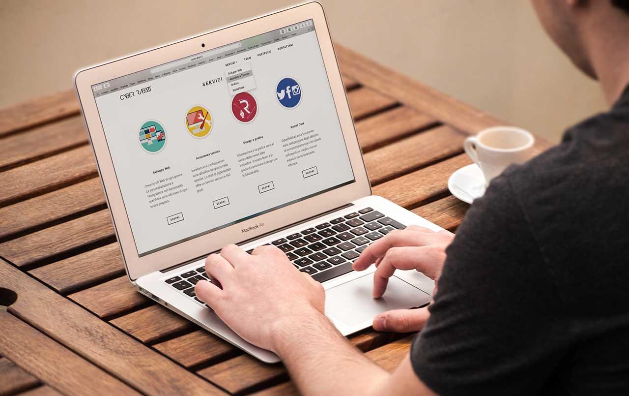 CSSアニメーションで要素が一瞬伸縮したりちらつく場合の対処法