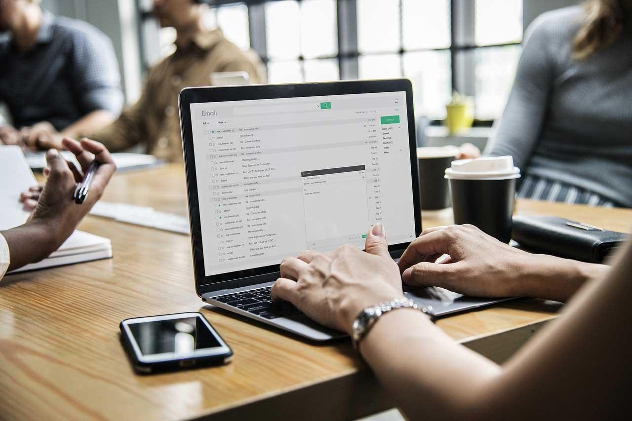 Contact Form 7でカスタムフィールドの値を送信する方法