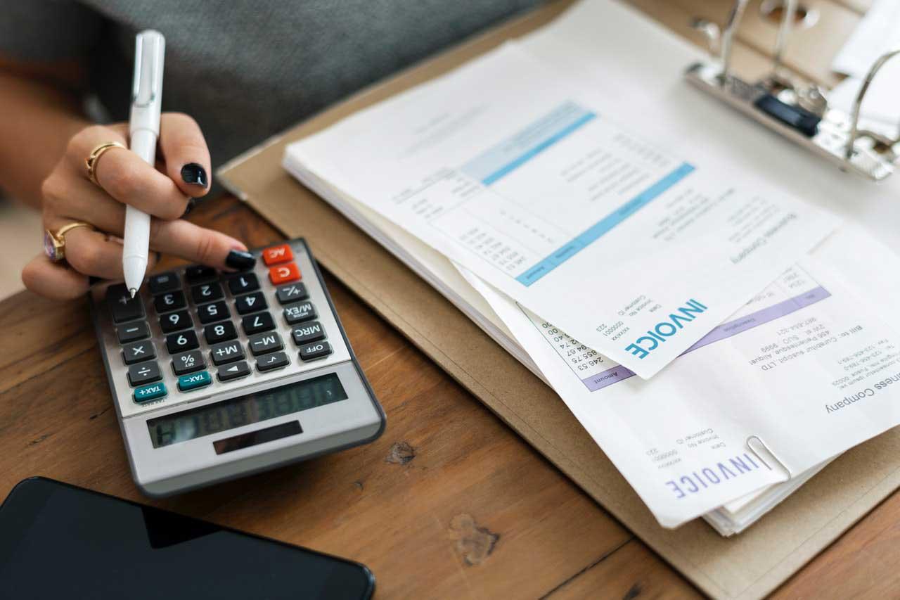 個人事業主必見!無料で見積書と請求書を作成・管理できるサービス4選